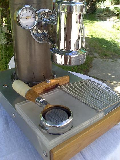 Egyedi épitesü keripari kávégép daráloval együtt elado avx.hu